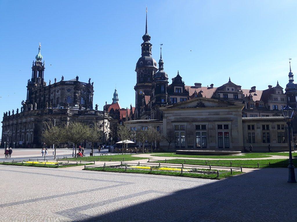 Schloss und Hofkirche